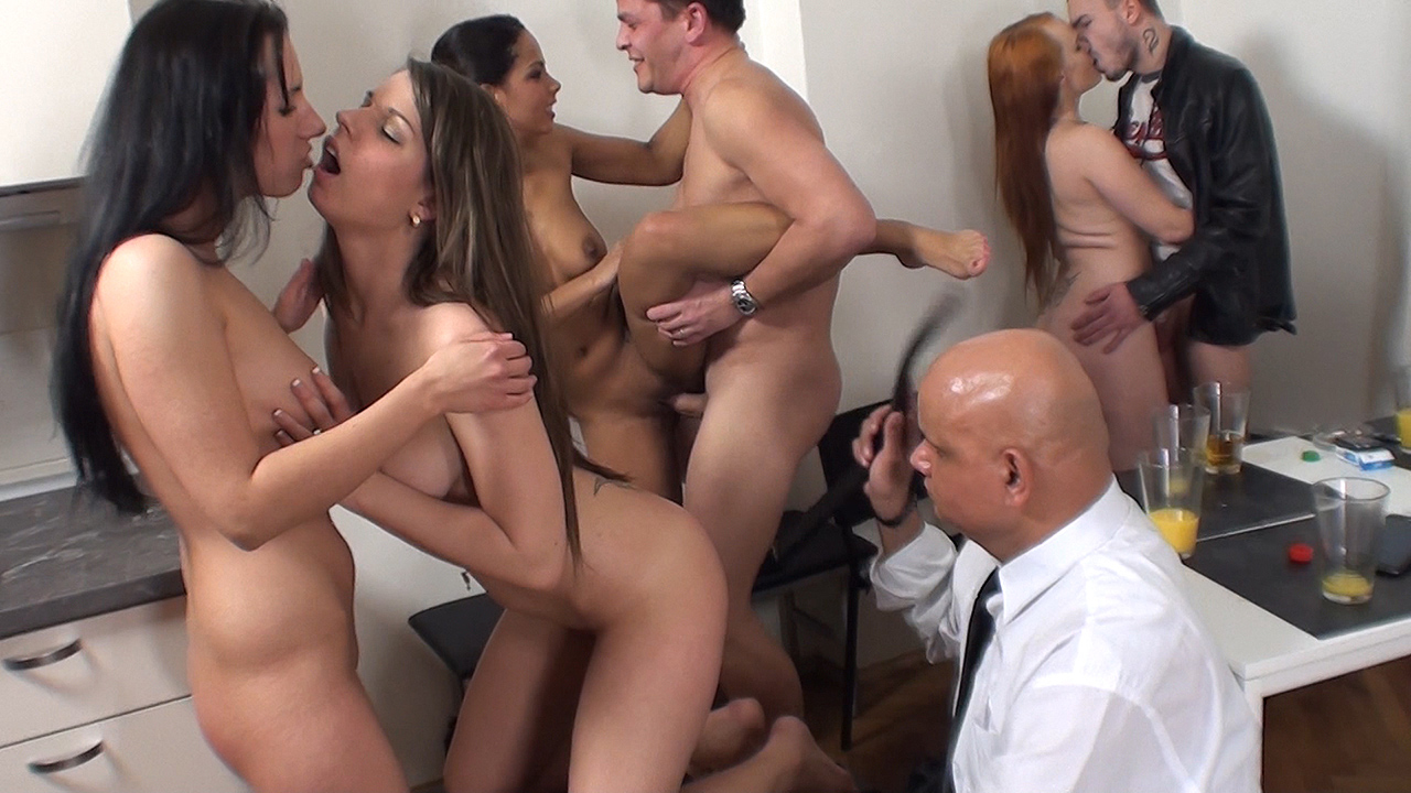 Isabella Chrystin & Chelsy Sun & Niona - Sex party with older spectator