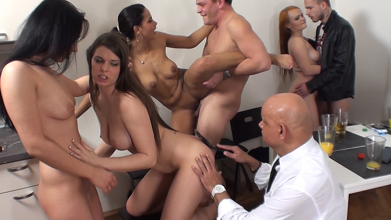 Sex party with older spectator - Eva & Alberta & Niona